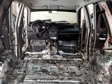 Оклейка авто шумоподовляющими материалами.