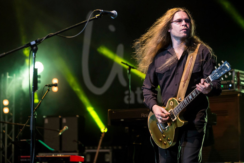 Howie G - Playing Goldie, a Les Paul Custom Gold Bullion