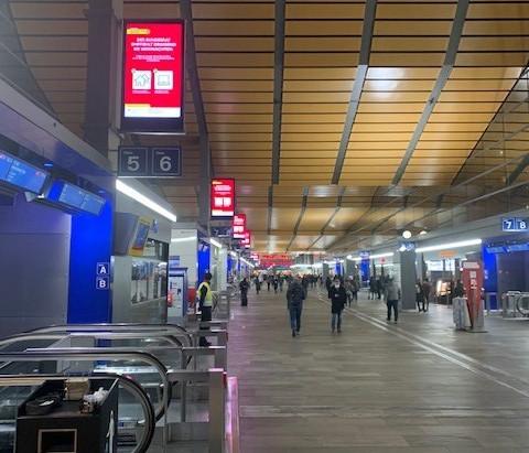 Was bringt Werbung auf digitalen Werbeflächen im Bahnhof Basel? Mein Fazit nach eigener Beobachtung.