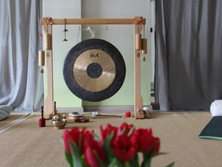 Restorative Yoga  & Tibetische Klangschalen mit Andrea