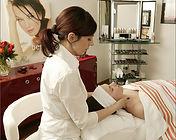 Dermazeutische Anti-Aging-Behandlungen und entspannende Wohlfühl-Treatments im Kosmetikstudio und Kosmetikinstitut
