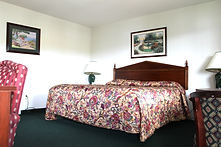 lakeside king rooms at the sundowner motel on the shore of lake george