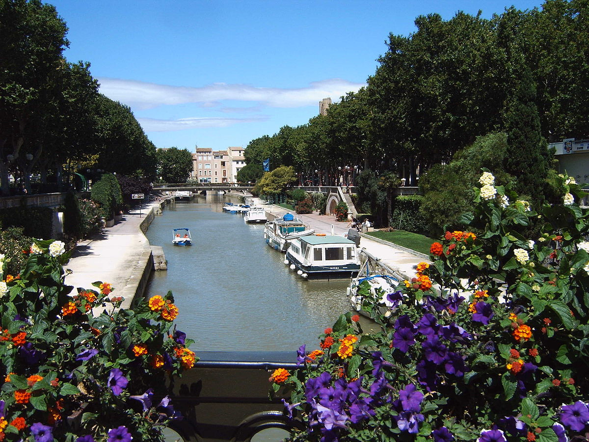 1200px-Narbonne_Canal_de_la_Robine_from_