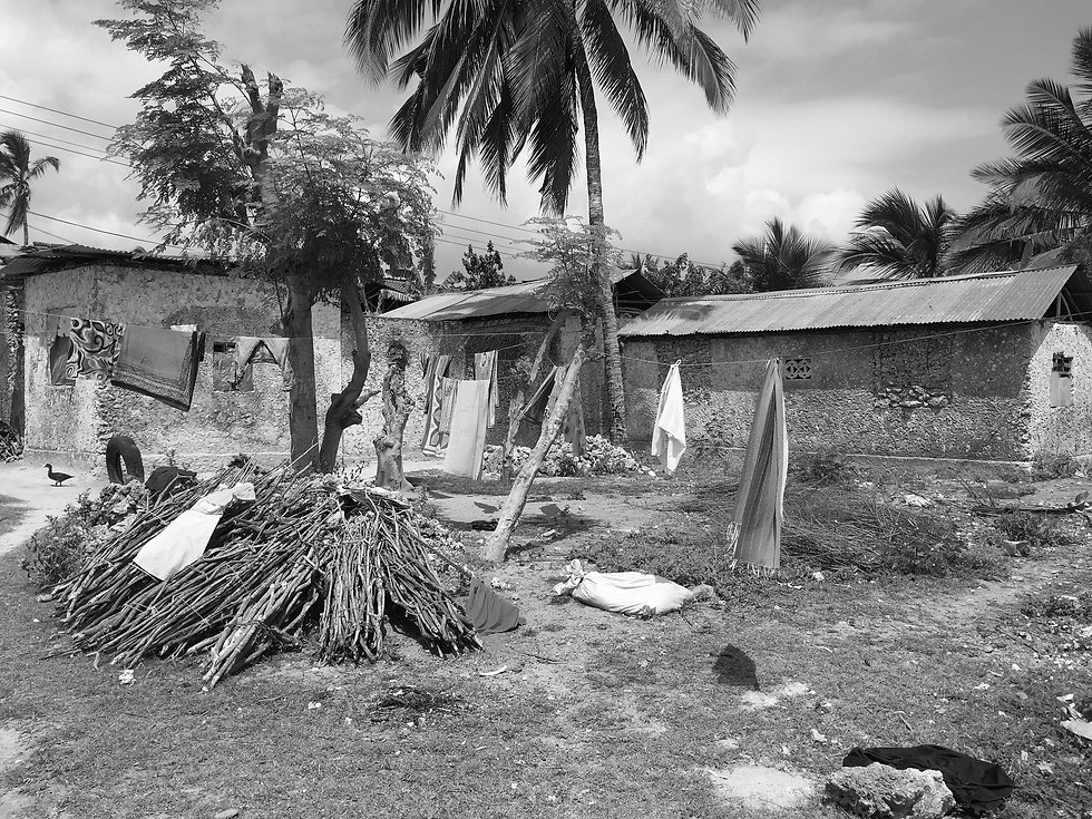 poverty-710290_1920_edited.jpg