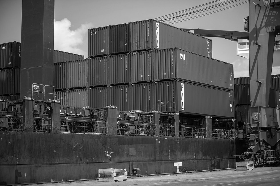 shipping-containers-1096829_1920_edited.