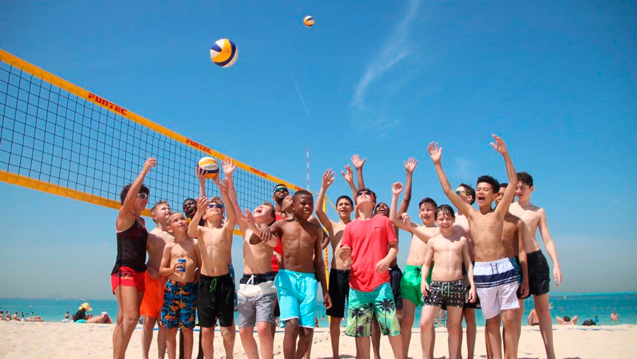 Beach-volleyball-kids