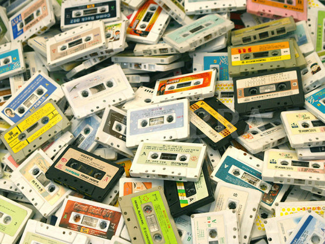 1367879_599948-pile-of-audio-tape-cassettes