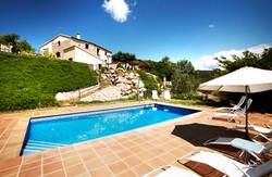 Vista piscina i casa