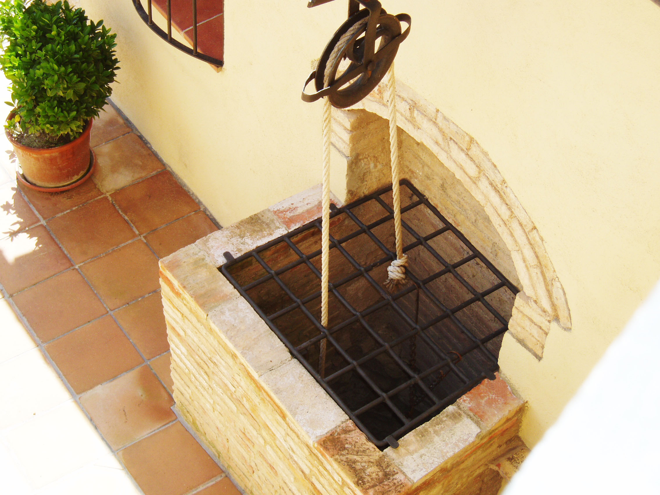Decorative well