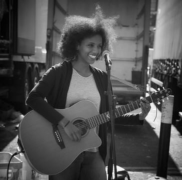 Singer at Broadway Market