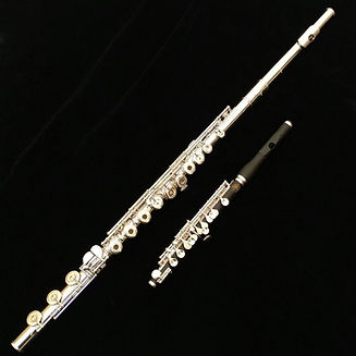 pearl-quantz-f765-flute-pic_edited.jpg