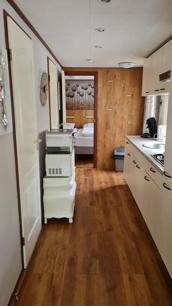 Keuken met oven en magnetron