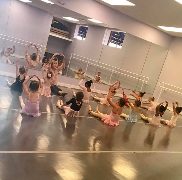 Ballet class with tonie.JPG