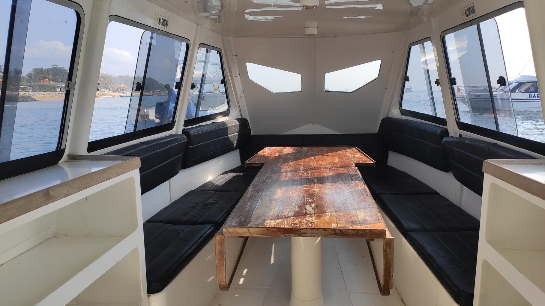 Coin repos et intérieur du bateau