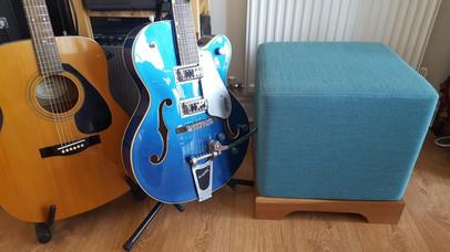 Pouffe - guitars