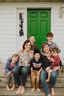 Chiaramonte family, Nia and Katie Chiaramonte with 4 boys and 1 girl