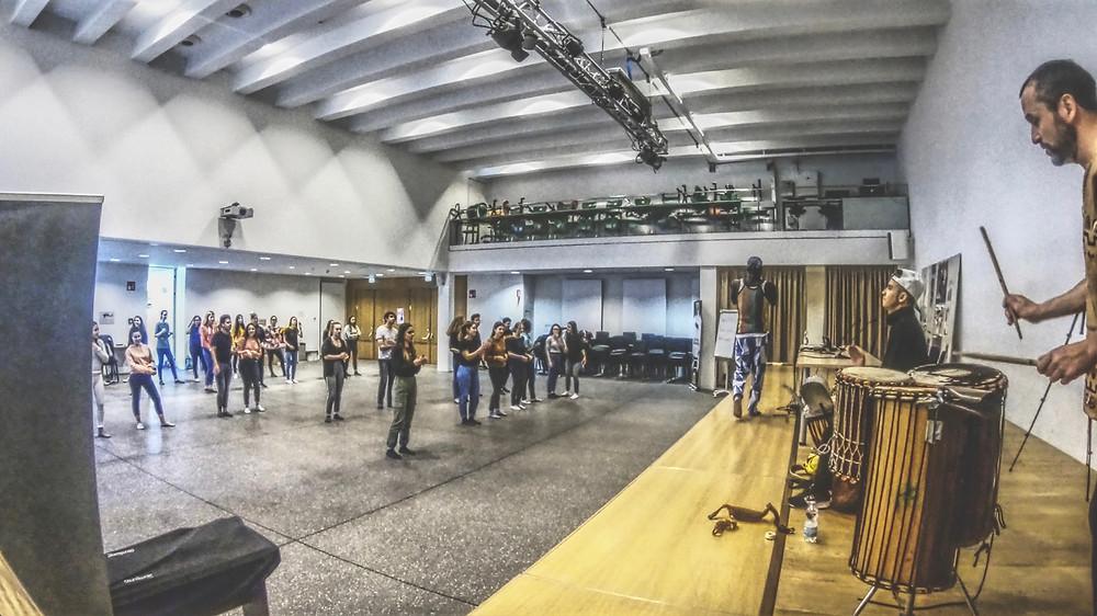 Schulprojekt Afro Tanz und Trommeln, Bozen, Südtirol