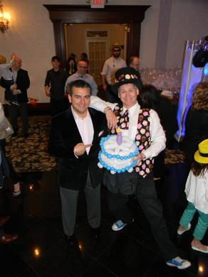 ron-maslanka-balloon-sculptor-with-cake