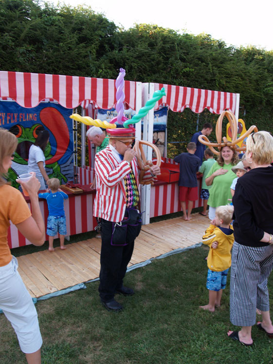 Balloon Hat Performers