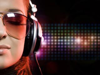 Ouvir sua música preferida aumenta o desempenho, diz estudo