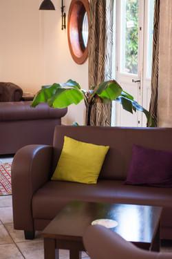 Restaurant lounge