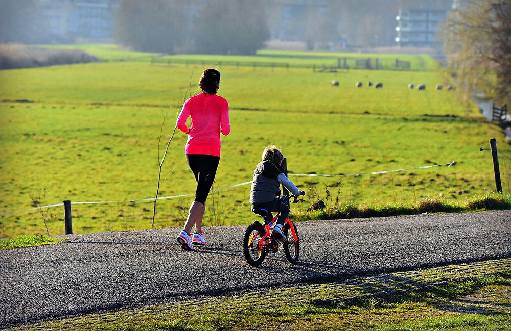 (Image source: https://pixabay.com/photos/woman-child-mother-parent-jogging-4039378/)
