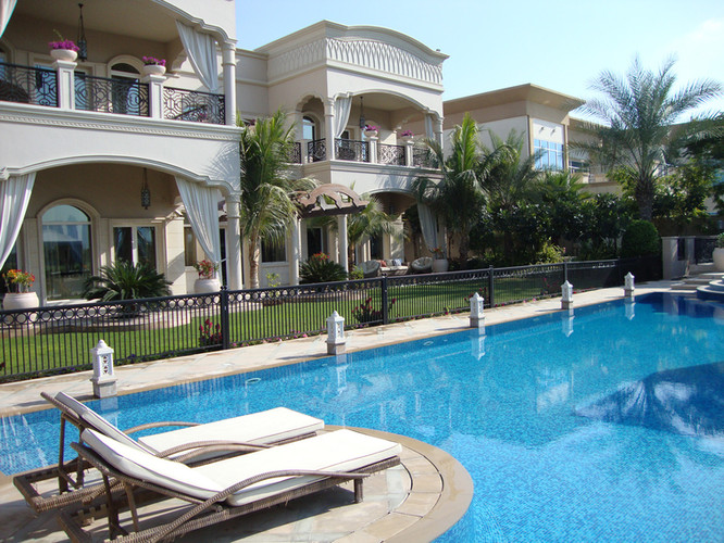 Villa in Emirates Hills, sw.pool. tiling