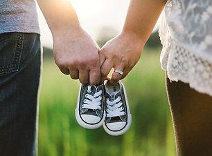 holding-hands-918990__340.jpg