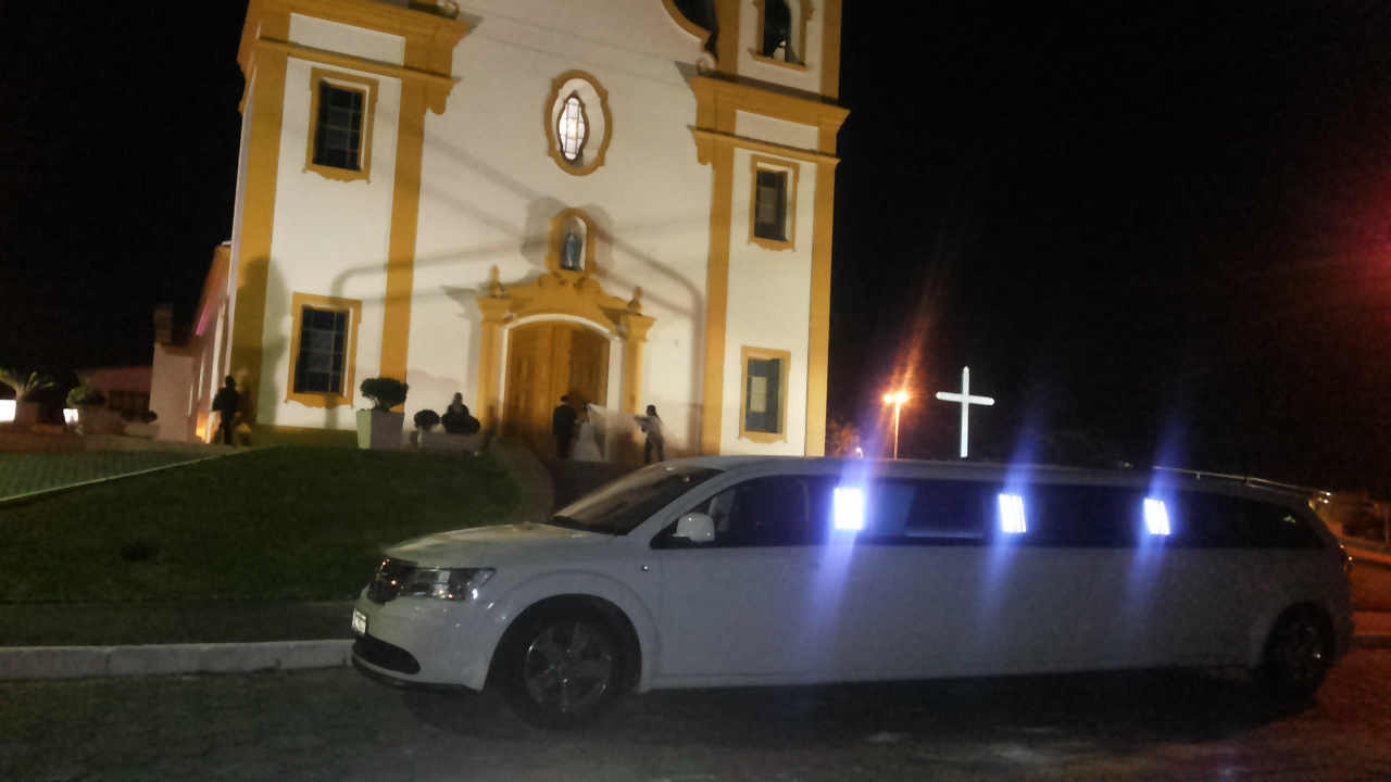 igreja linda carro antigo