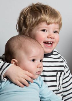 Geschwister Portrait bunt