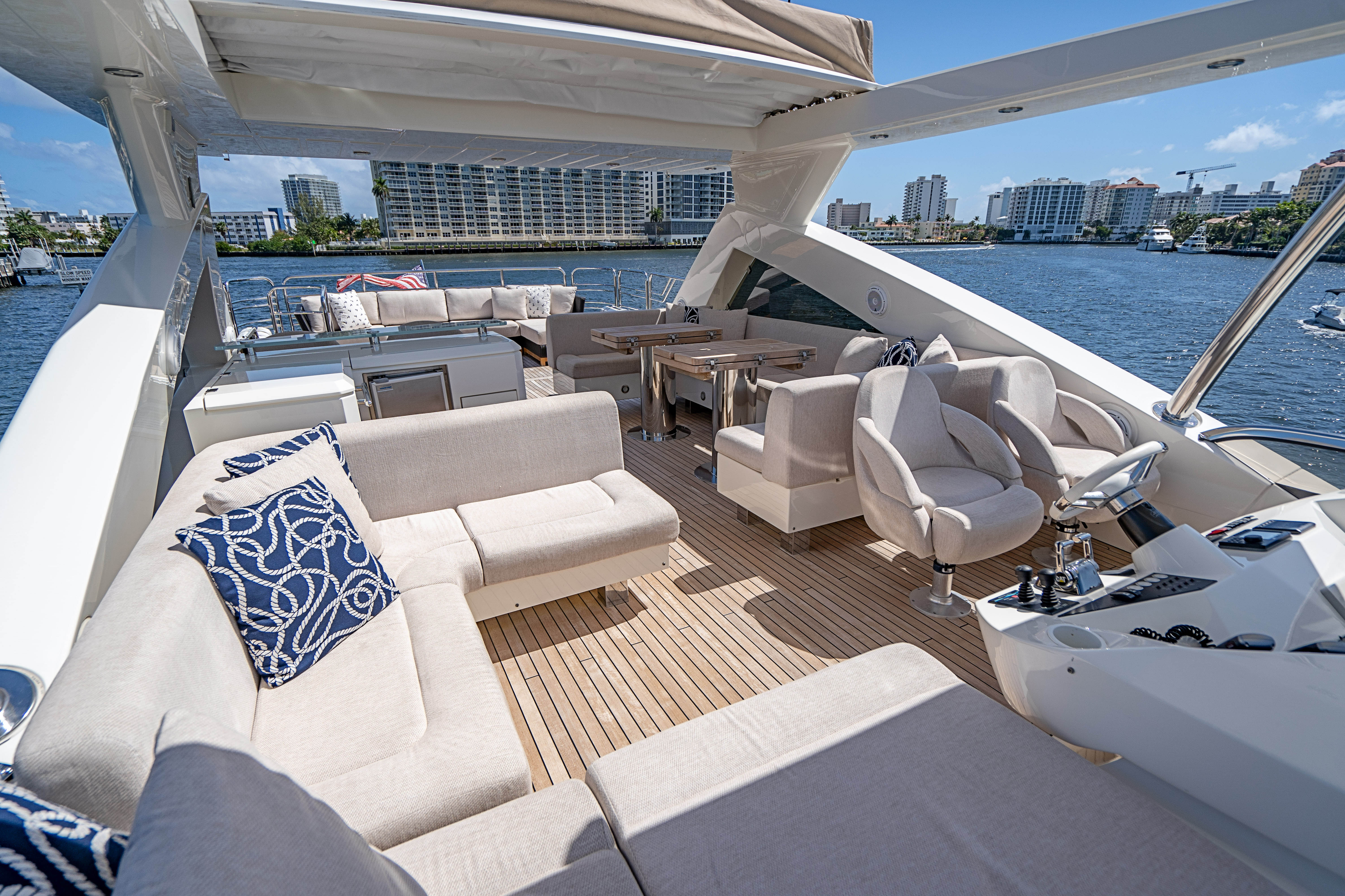 88-2014-sunseeker-full-circle-06