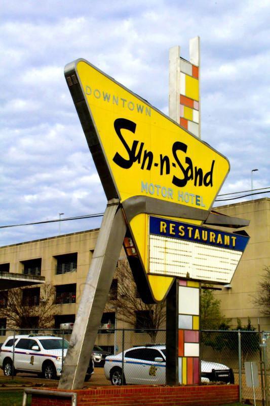 sun-n-sand-mid-century-modern-hotel-miss