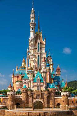 hong-kong-disneyland-castle-of-magical-d