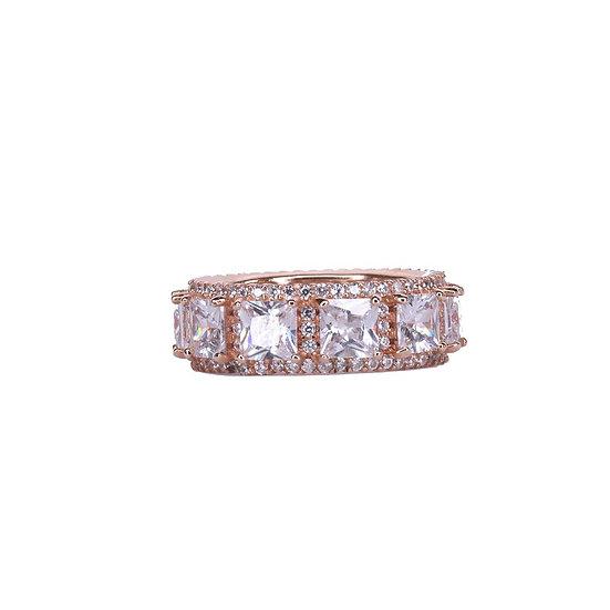 טבעת מלאה אבנים גדולות