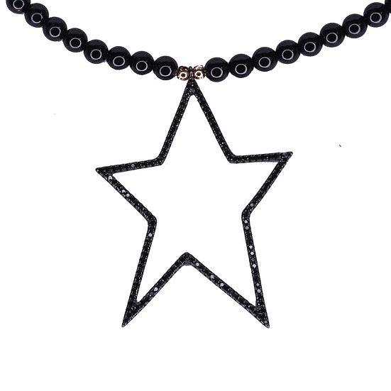 שרשרת חרוזים שחורים עם כוכב חלול שחור