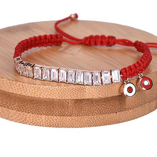 צמיד חוט אדום עם טניס בגטים ועיניים נופלות