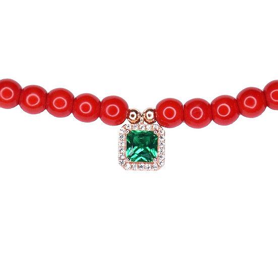 שרשרת חרוזים אדומים עם ריבוע ירוק