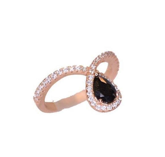 טבעת טיפה שחורה נופלת