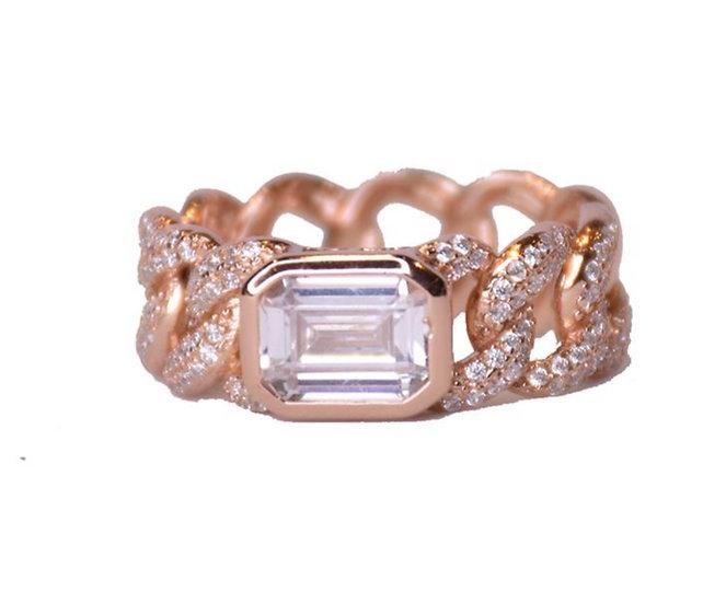 טבעת גורמט עם אבן אמצעית