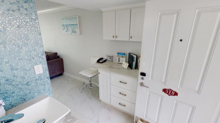 Island-Inn-518-Rescan-Feb-2021-Bathroom