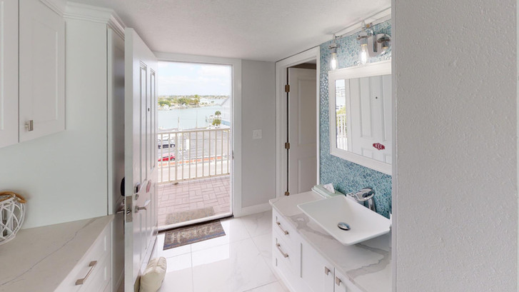 Island-Inn-518-Rescan-Feb-2021-Bathroom.