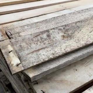 Dismantling pallets