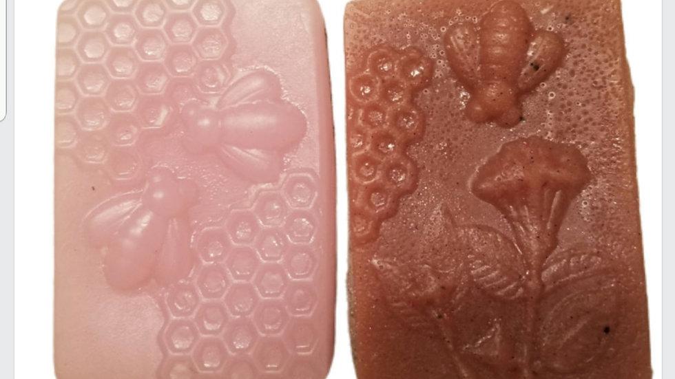 PINK GRAPEFRUIT AND BROWN SUGAR AND TUMERIC SOAP BAR