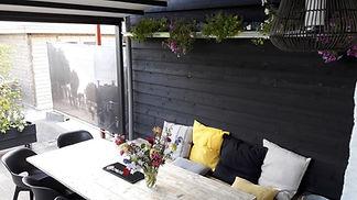 Huiselijke en gemoedelijke overdekte binnenplaats