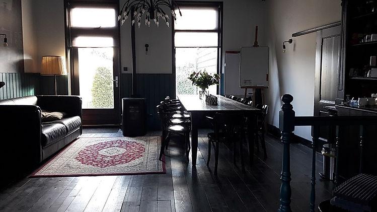 Huiselijke vergaderzaal in Heerenveen, De Drie Pilaren
