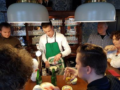 De bar in feestzaal 'Bij Jacques │ De Drie Pilaren'