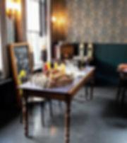 vergaderen, lunchen in een huiskamersfeer, gemoedelijk en huiselijk. Mooi vergaderzaal