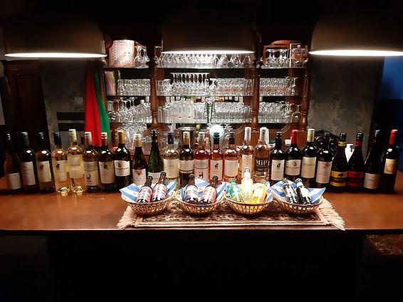 bar vol met heerlijke wijnen