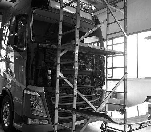 Remplacement pare-brise camion poids lourd Valais Suisse Sion Carrosserie des Berges