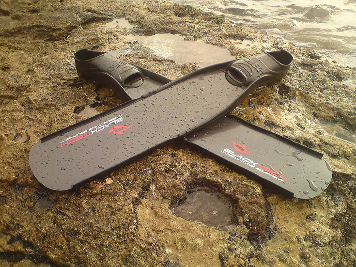 BlackTech Spearfishing Carbon Fins Round end